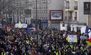 Des manifestants marchent à Paris, le 4 janvier 2020, pour réclamer le retrait de la réforme des retraites.