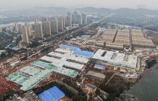 Une photo aérienne prise le 2 février 2020 montre l'hôpital en construction à Wuhan, dans la province du Hubei en Chine centrale.