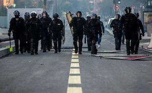 """Des policiers lors de l'acte 15 des """"gilets jaunes"""" à Toulouse."""