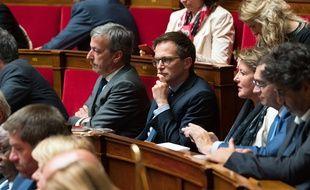 Le député de Paris Pierre-Yves Bournazel (main sur le menton) lors d'une séance à l'Assemblée nationale.