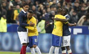 Varane et Sagna ont souffert face au Brésil, le 26 mars 2015.