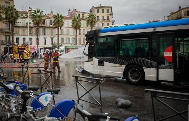 marseille un bus de la rtm prend feu place castellane alvinet. Black Bedroom Furniture Sets. Home Design Ideas