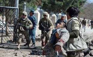Dix policiers ont été tués dans deux attaques jeudi en Afghanistan, dont un attentat suicide dans une région du nord habituellement épargnée par ce type de violences, selon des responsables locaux.