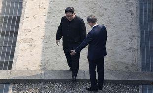 Kim Jong-un et Moon Jae-in le 27 avril 2018 dans le village frontalier de Panmunjom.