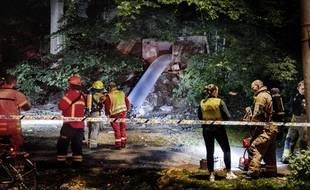 Les secours et les autorités à l'extérieur d'un bunker à Oslo (Norvège), où une rave party illégale a causé l'empoisonnement d'une vingtaine de personnes fin août 2020.