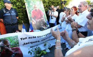 Marignane, le 26 août 2013 - Une marche blanche est organisée en hommage  à Jacques Blondel qui a été tué la semaine dernière par des malfaiteurs  qui venaient de braquer un commerce.