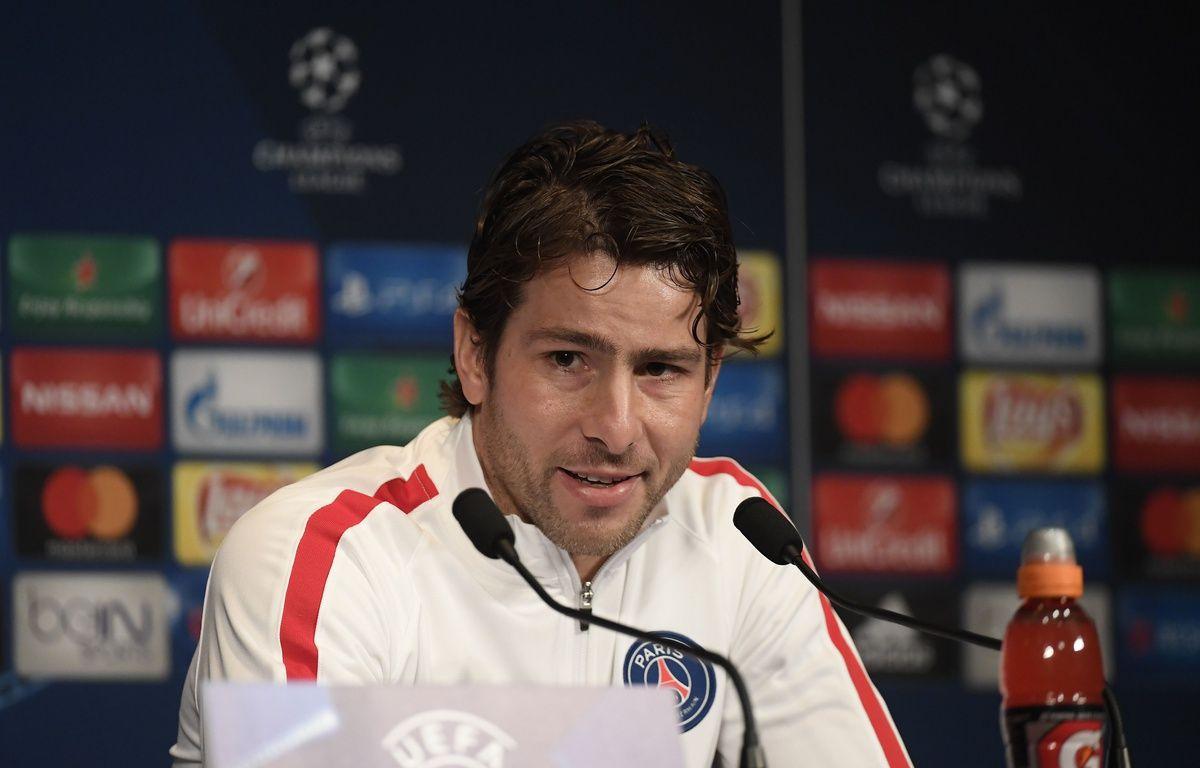 Maxwell, l'excellence du professionnalisme incarnée, va quitter le PSG sous les ovations du Parc des Princes.   – CHRISTOPHE SAIDI/SIPA