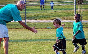 Pratiqué en famille, le sport doit prendre une forme de jeu où l'on s'amuse.
