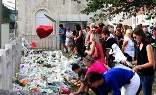 Rassemblement en hommage aux quatre victimes de l'accident mortel à un passage à niveau dans la Marne.