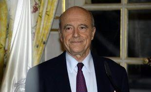 Le maire de Bordeaux Alain Juppé arrive à une conférence de presse à Bordeaux le 6 décembre 2015