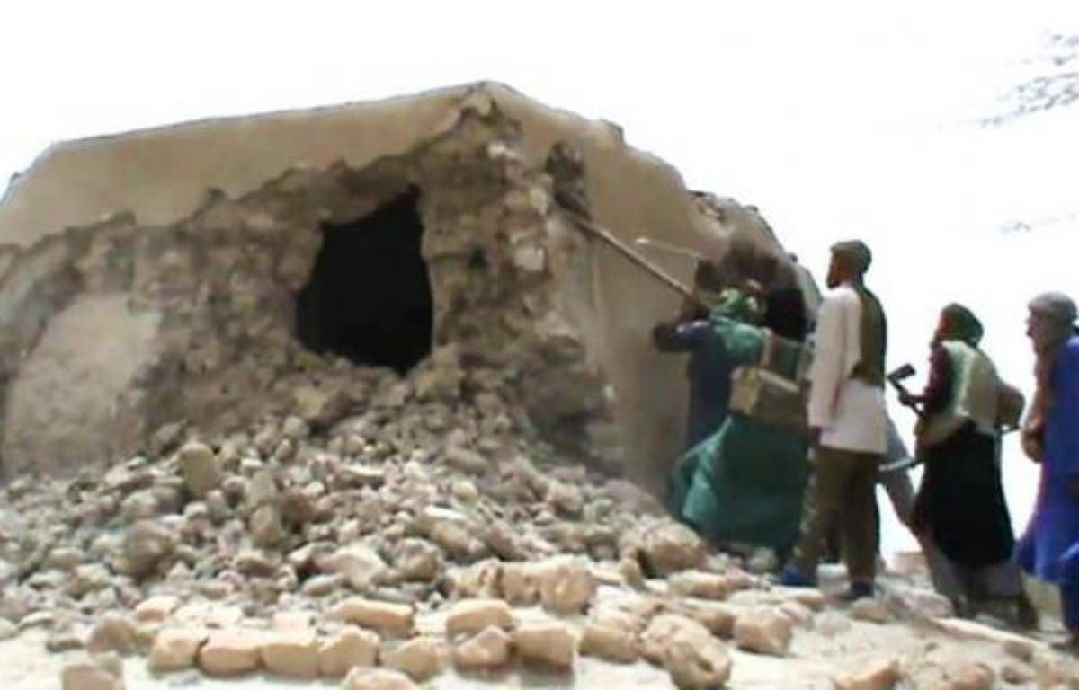 Les islamistes qui contrôlent le nord du Mali ont poursuivi lundi la destruction de bâtiments religieux musulmans à Tombouctou et posé des mines autour de la ville de Gao pour se protéger d'éventuelles attaques de rivaux touareg ou de soldats d'une force ouest-africaine. –  afp.com