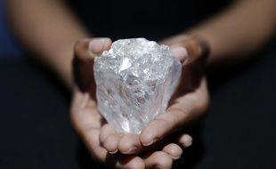 Royaume Uni Le Plus Gros Diamant Du Monde Trop Cher Pour Les Encheres