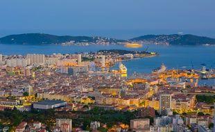 Toulon est une excellente alternative à Marseille pour les touristes désireux de profiter du littoral méditerranéen.