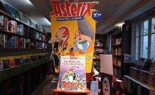 L'un des présentoirs installé dans la librairie « Bulles de salon » à Paris 15, pour la sortie du nouvel album d'Astérix.
