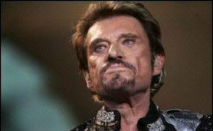 Johnny Hallyday est le chanteur qui aurait touché le plus d'argent en France en 2006, avec 8,75 millions d'euros, devant Mylène Farmer et Diam's, selon le classement annuel établi par le Figaro dans son édition à paraître lundi.