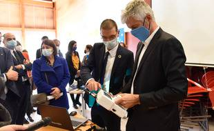La région Auvergne-Rhône-Alpes expérimente des purificateurs d'air dans ses lycées pour enrayer la propagation du coronavirus.
