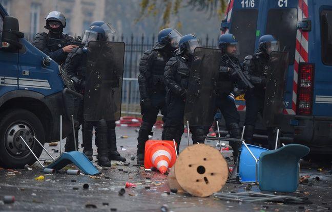 La manifestation des «gilets jaunes» devant l'hôtel de ville de Bordeaux, samedi 1er décembre, a dégénéré.
