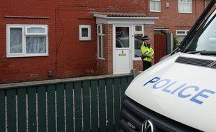 La police a continué ses investigations, le 24 mai 2017, deux jours après l'attentat de Manchester qui a coûté la vie à 22 personnes.