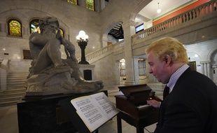 Tony Hill, le président de l'association qui organise des concerts sur les cloches de la mairie de Minneapolis, a rendu hommage à Prince, le 24 avril 2016.