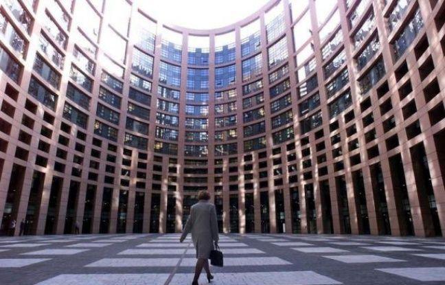 A peine trouvé la semaine dernière après trente ans de blocage, l'accord sur un brevet unique européen s'est heurté mardi à une fronde des eurodéputés, soutenue par la Commission, qui relance les négociations sur ce dossier difficile.