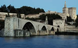 Une vue des rives du Rhône à Avignon
