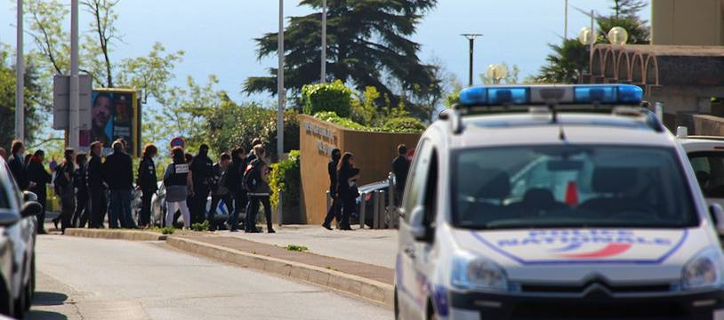 Reconstitution de l'assassinat d'Hélène Pastor, le 22 avril 2015, devant l'hôpital L'Archet, à Nice