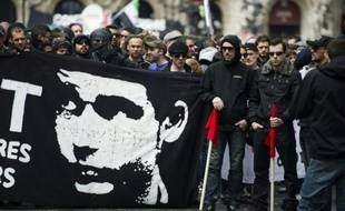 Manifestation le 23 juin 2013 à Paris en hommage à un jeune militant antifasciste Clément Méric, décédé lors d'une altercation avec des skinheads