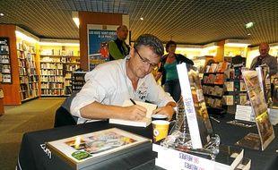 Christophe Gavat a dédicacé son livre 96 heures, vendredi, à la Fnac.