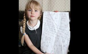 Holly, 6 ans, a écrit une lettre aux cambrioleurs qui ont saccagé sa maison, dans laquelle elle leur suggère de trouver un emploi.
