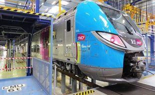Le nouveau TER double étages des Pays de la Loire , tout juste livré au Technicentre SNCF de Nantes