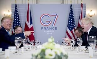 Donald Trump et Boris Johnson, lors d'un petit-déjeuner de travail, à Biarritz.