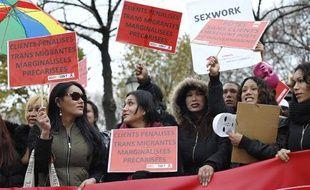 Une manifestation contre la pénalisation des clients de prostituées, près de l'Assemblée nationale àParis, le 29 novembre 2013.