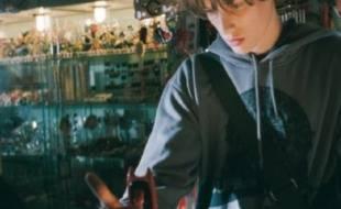 """Jean-Baptise Maunier aux prises avec un téléphone maudit dans le film """"Hellphone"""""""