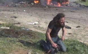 Le photographe Abd Alkader Habak après l'attentat-suicide en Syrie le 15 avril 2017