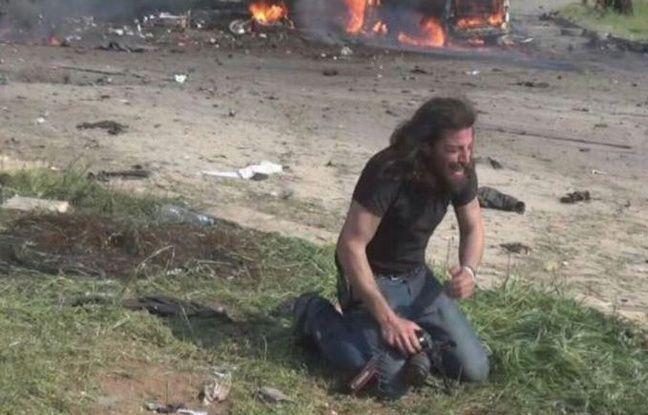 Le photographe Abd Alkader Habak après l'attentat suicide en Syrie le 15 avril 2017