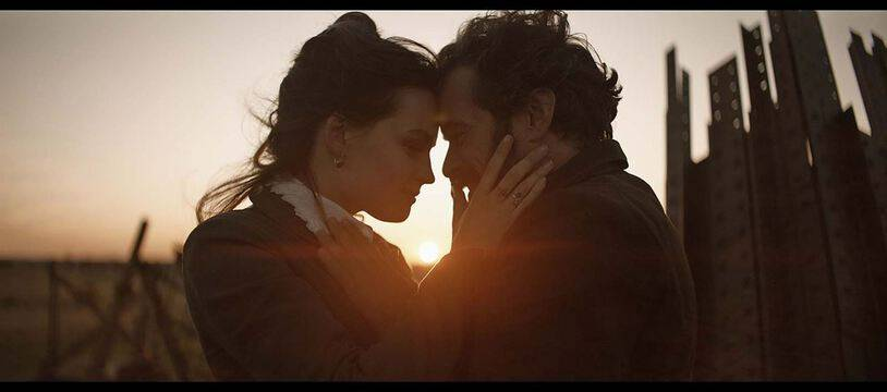 Emma Mackey et Romain Duris dans «Eiffel» de Martin Bourboulon