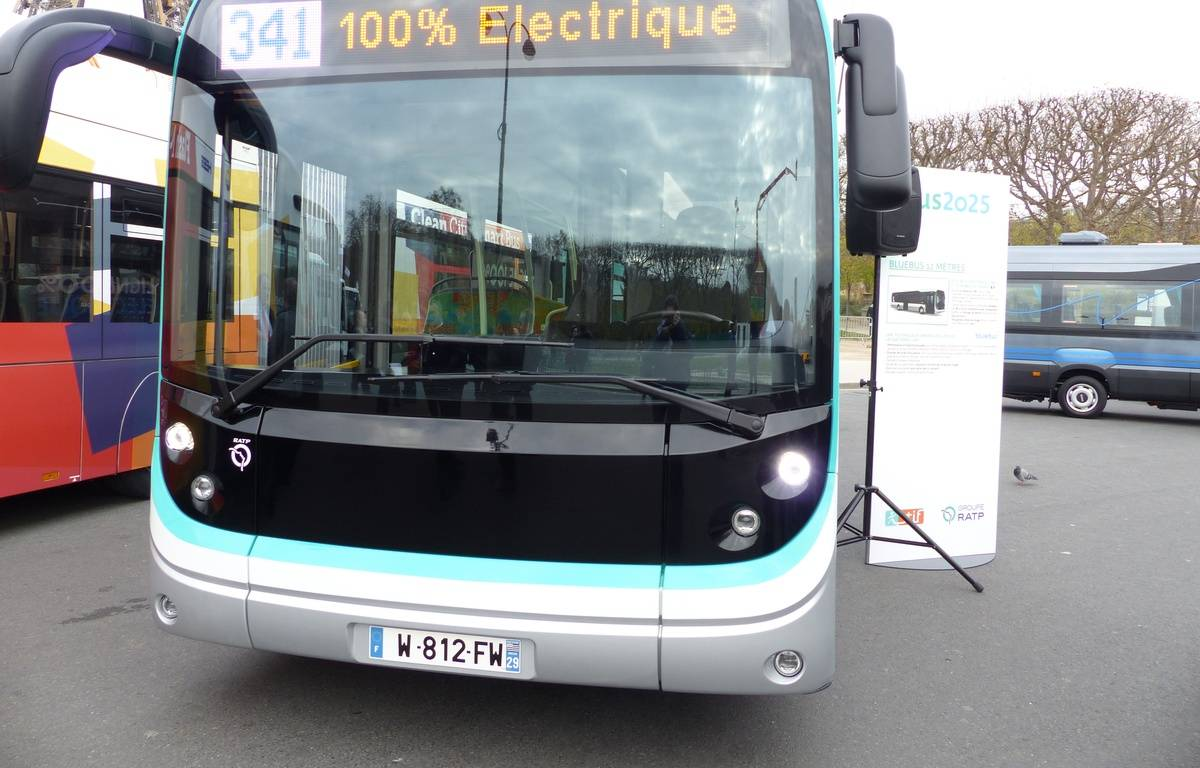Le bluebus, dévoilé pour la première fois ce mercredi 2 décembre, sera l'un des modèles de bus 100% électrique testé par la RATP en 2016. – F. Pouliquen / 20 Minutes