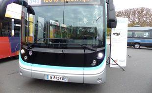 Le bluebus, dévoilé pour la première fois ce mercredi 2 décembre, sera l'un des modèles de bus 100% électrique testé par la RATP en 2016.