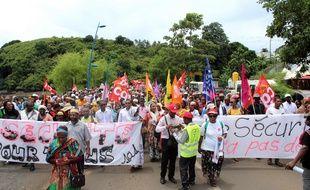 Une manifestation à Mamoudzou le 20 février à Mayotte, île et département français bloqué depuis la mi-février 2018.