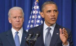Le président des Etats-Unis Barack Obama devait signer mercredi 23 mesures réglementaires destinées à lutter contre la violence due aux armes, et a appelé le Congrès à interdire les armes d'assaut et les chargeurs de plus de dix balles, un mois après le massacre de Newtown.