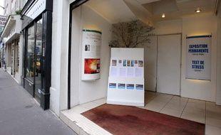 Paris, le 21 février 2008. Photo de l'entrée du Celebrity Center, structure représentative de l'Eglise de scientologie en France.