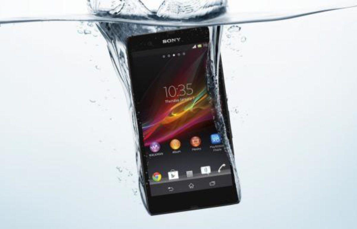 Le Sony Xperia Z résiste à une immersion de 30 minutes à 1 mètre de profondeur. – SONY