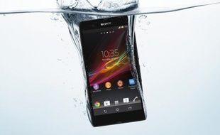 Le Sony Xperia Z résiste à une immersion de 30 minutes à 1 mètre de profondeur.