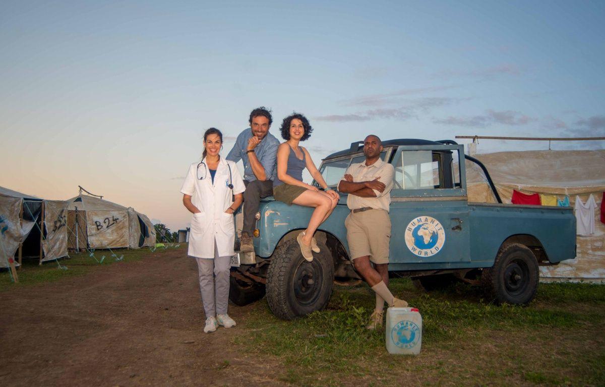 Helena Noguerra, Bruno Salomone, Nadia Roz et Loup-Denis Elion dans «Bienvenue à Nimbao» – Guillaume ARICIQUE/M6