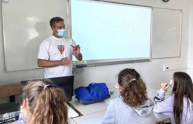 Le CRS maître-nageur sauveteur Stephen Slack, en intervention dans un collège de Mios (Gironde)