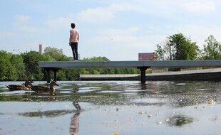 Dans le quartier de Baud-Chardonnet, à Rennes, des plages ont été aménagées le long de la Vilaine. Mais seuls les canards osent s'y baigner.
