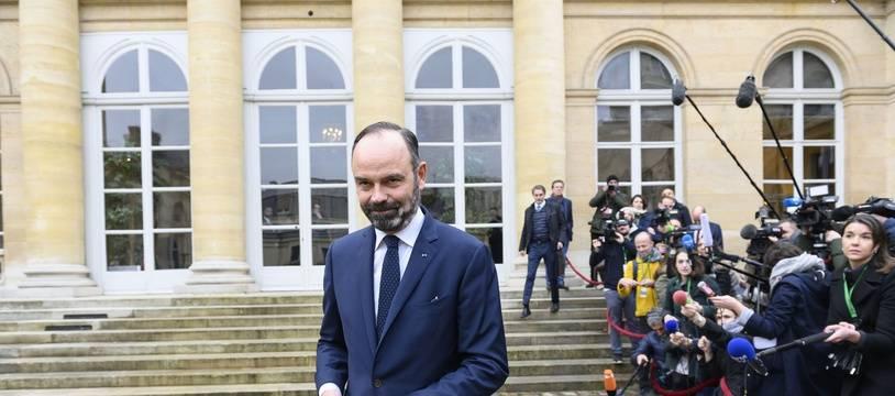Edouard Philippe à la sortie d'une série de réunions avec les syndicats, le 7 janvier 2020 à Paris.