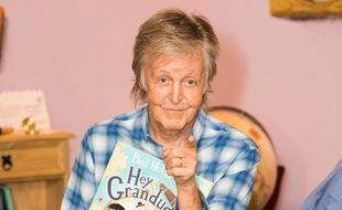 L'ancien Beatles, Paul McCartney, lors d'une lecture de son livre, La Boussole magique, à Londres