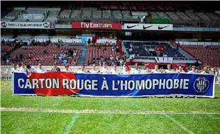 Le Paris Foot Gay, qui se dit non communautariste, est en lutte contre l'homophobie.