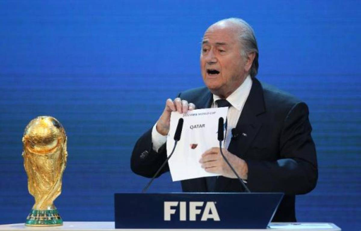 Sepp Blatter, le président de la Fifa, dévoile le nom du pays hôte de la Coupe du monde 2022, le Qatar, lors d'une cérémonie tenue le 2 décembre 2010 au siège de la Fifa à Zürich – Karim Jaafar AFP